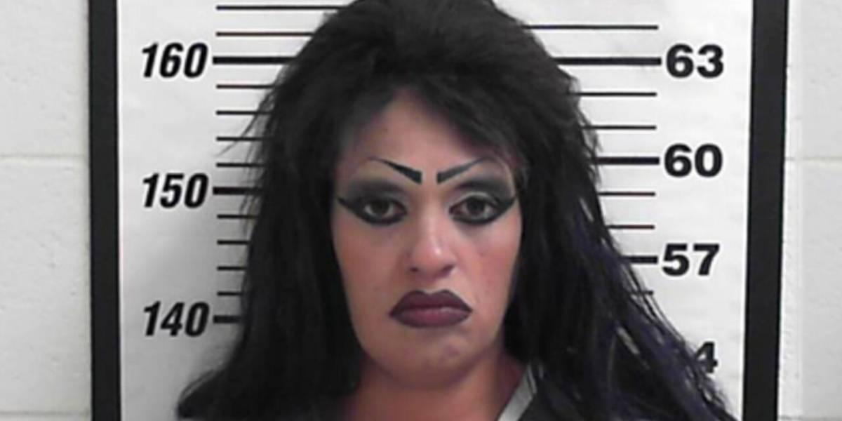 Mujer se hace pasar por su hija de 21 años para evitar arresto por drogas