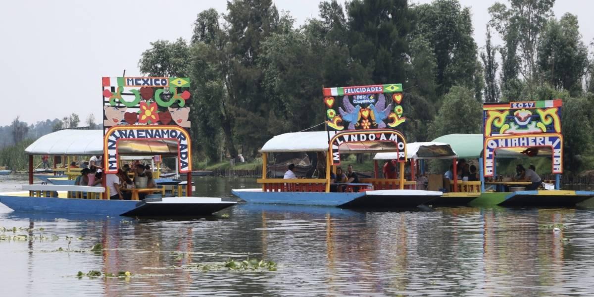 Limitarán venta de alcohol en las trajineras de Xochimilco