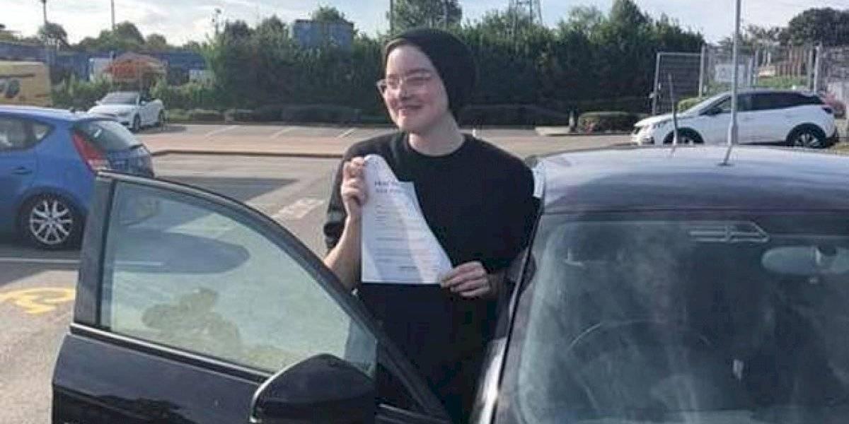 Principiante de 17 años sufre accidente de auto, ¡pero pasa su examen de manejo al día siguiente!