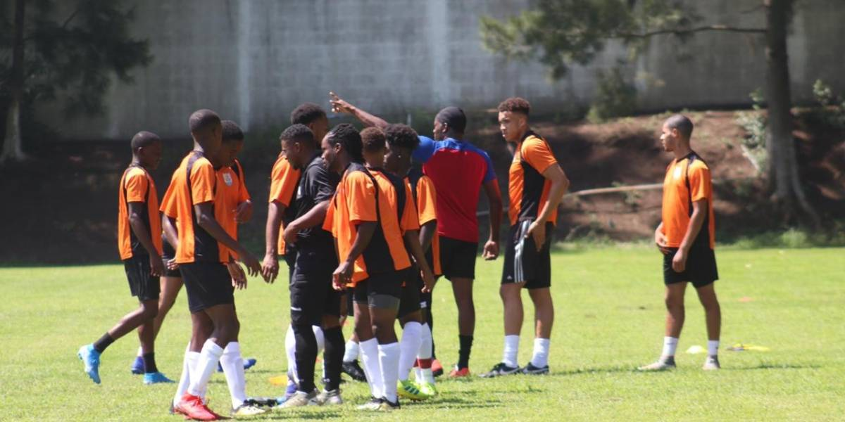 La selección de Anguila se prepara para enfrentar a Guatemala