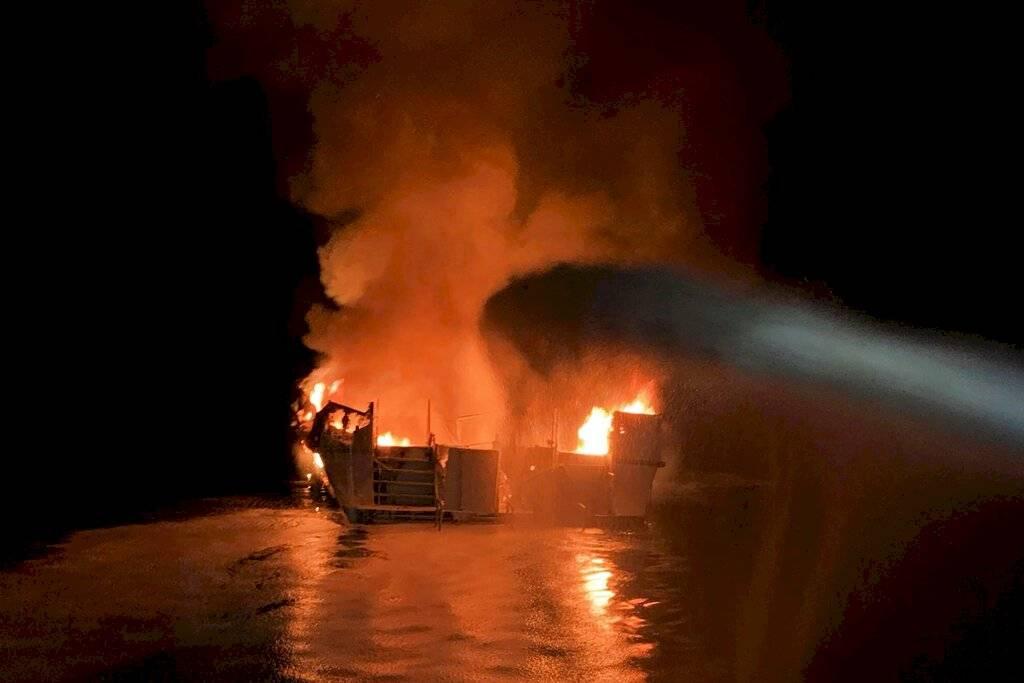 Incendio de embarcación en California