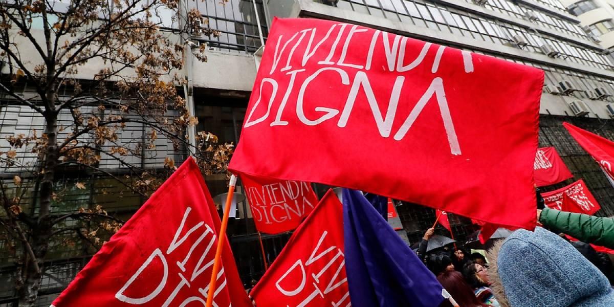 Manifestantes cortan el tránsito en distintos puntos de Santiago y exigen acceso a vivienda digna