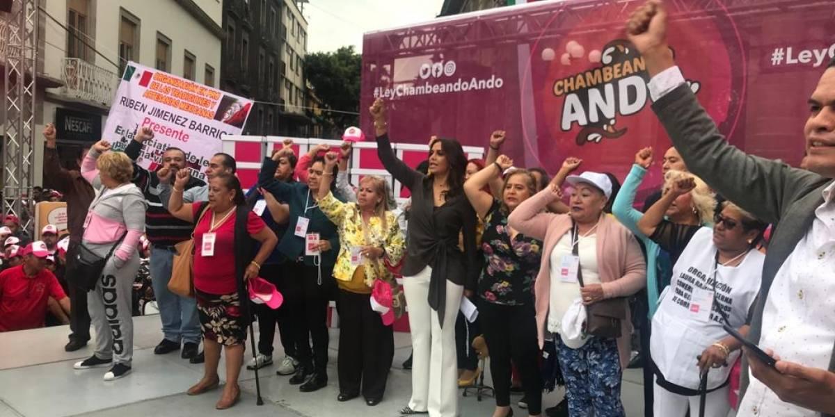 """Comerciantes entregan al Congreso de la CDMX iniciativa """"Chambeando Ando"""""""