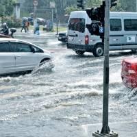 Chuva forte causa pontos de alagamento em São Paulo