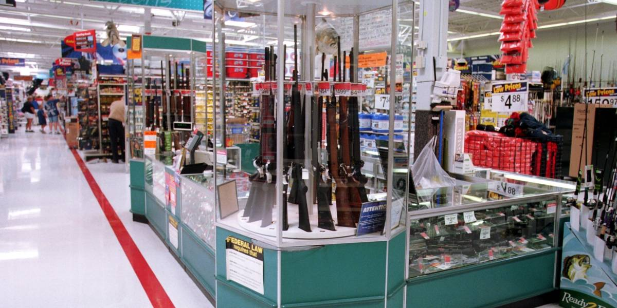 Walmart toma conciencia, pero no tanto: multitienda anuncia que dejará de vender municiones para armas de mano
