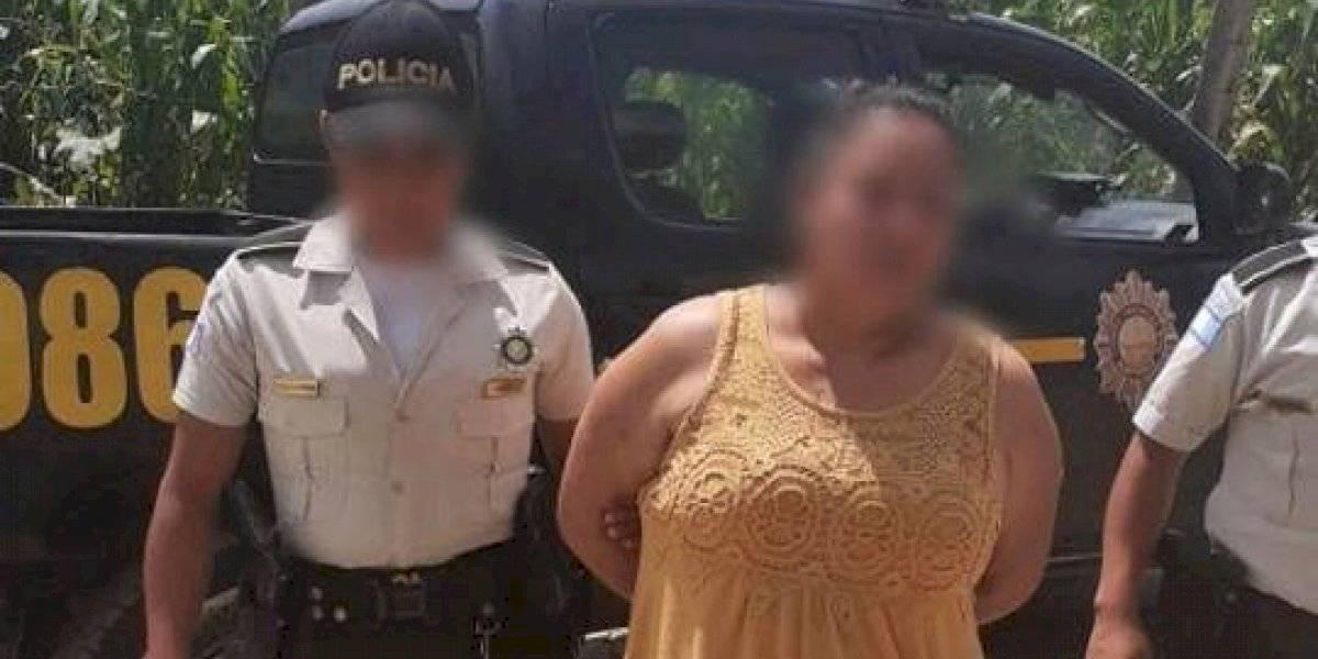 Capturan a mujer por participar en extorsión a familiares de un reo en Quiché