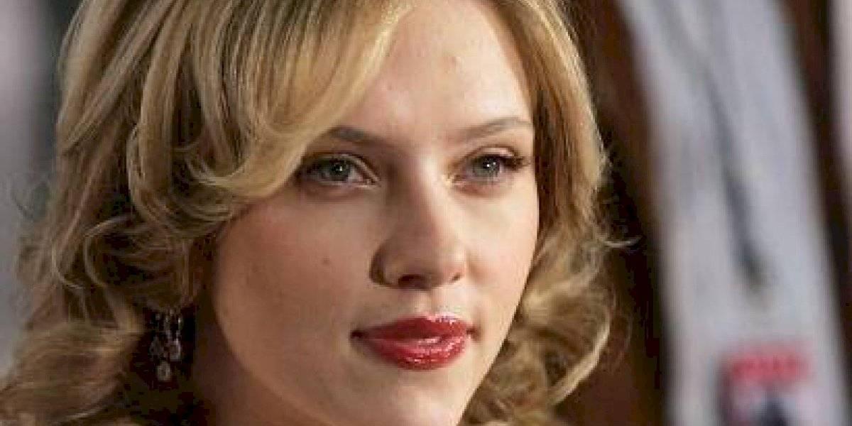La foto bomba de Scarlett Johansson en lencería y en un auto