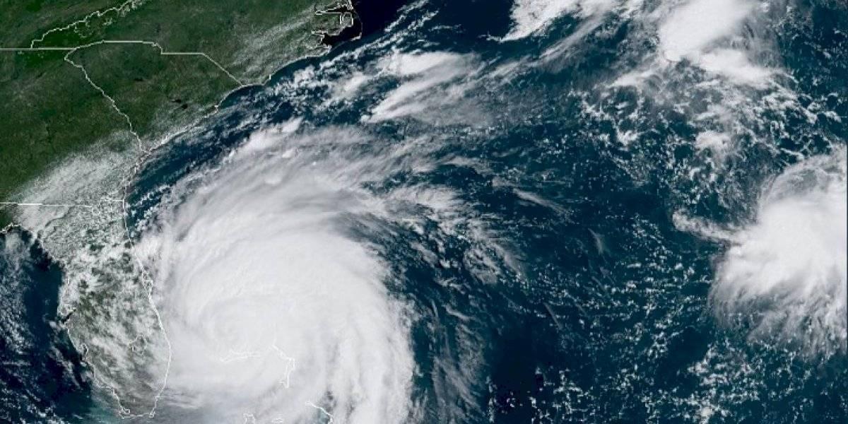 Huracán Dorian se degrada a categoría 2 y se mueve a dos millas por hora