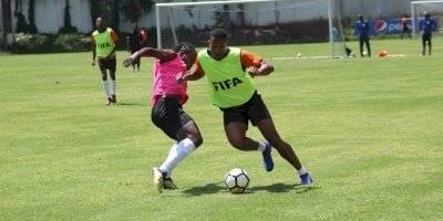Selección de Anguila futbolistas no son profesionales
