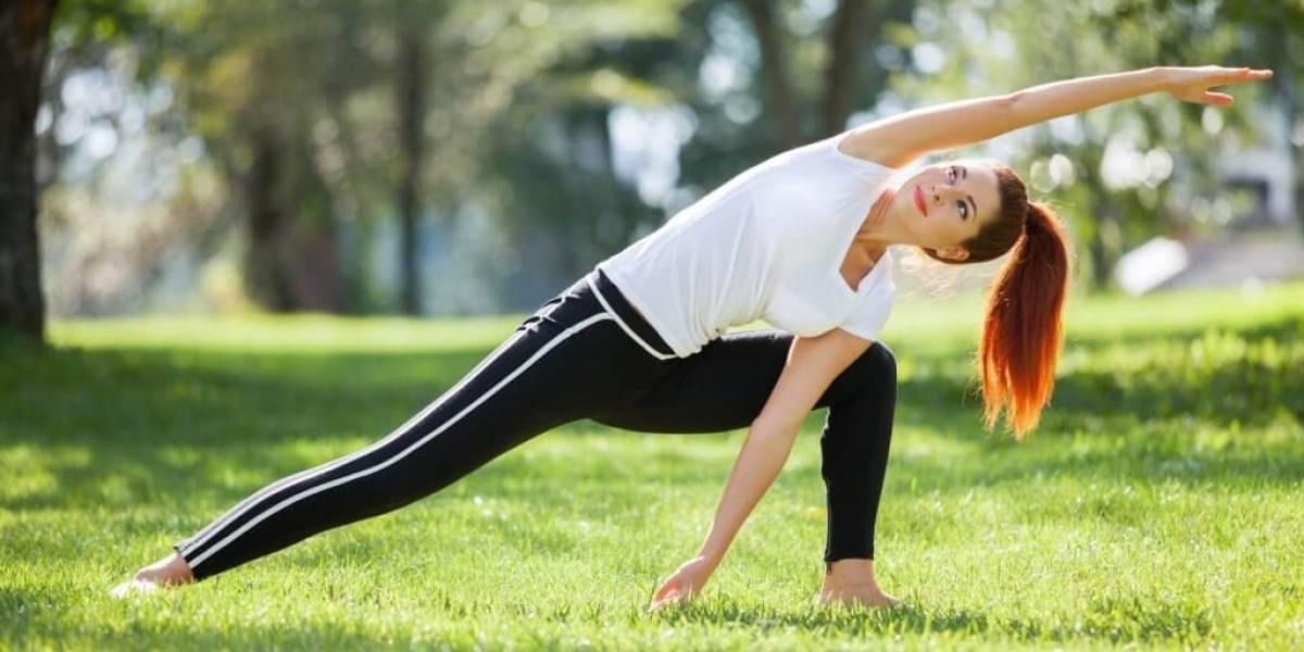 Cinco posturas de yoga para trabalhar relacionamento, energia e mente