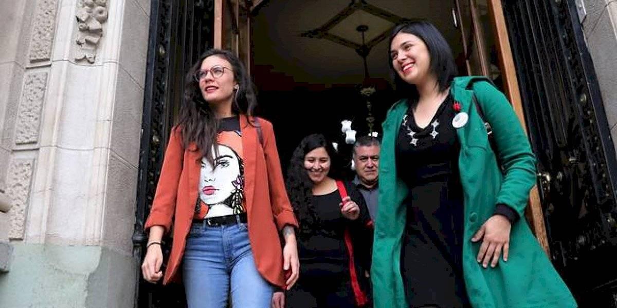 """El 15 de septiembre en Plaza Italia: diputadas Vallejo y Cariola piden autorización para realizar """"Festival por las 40 horas"""""""