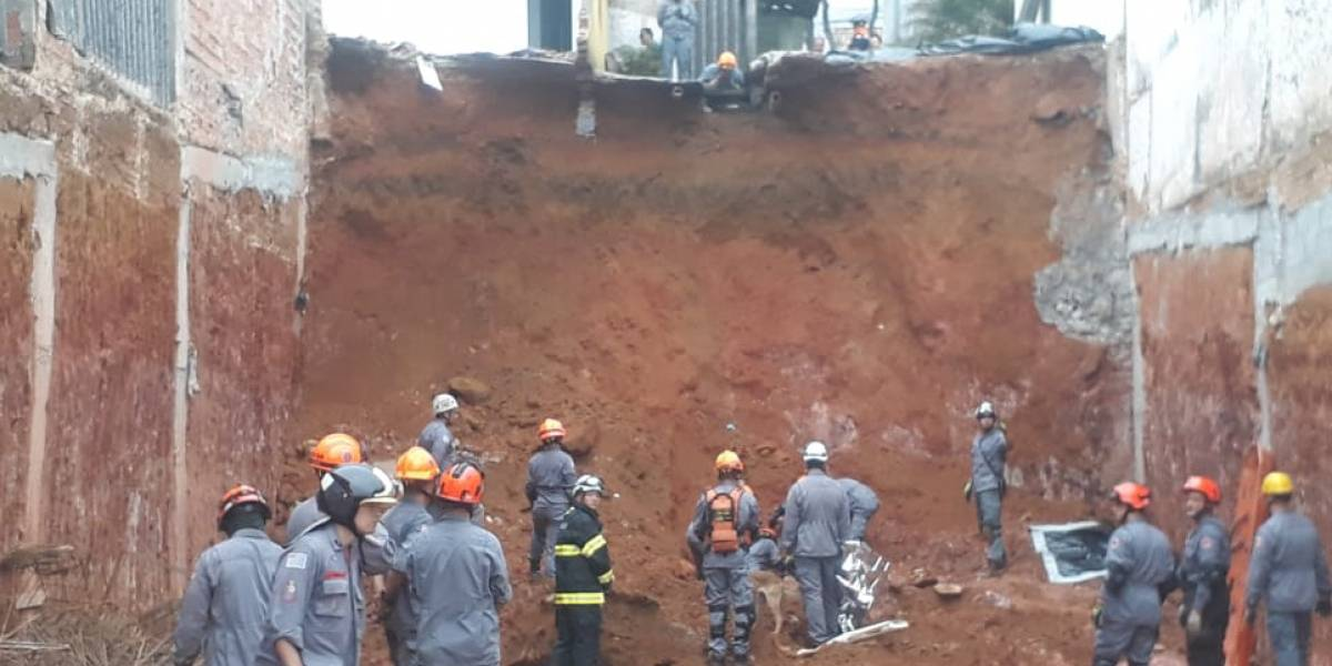 Operário morre em deslizamento de barranco na zona leste de São Paulo