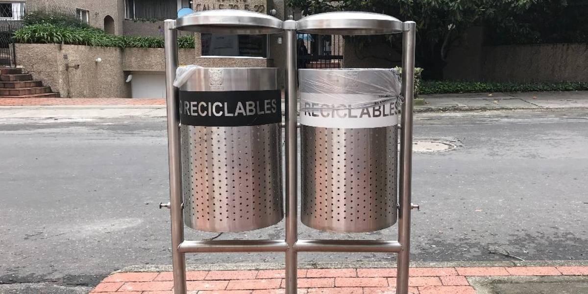 Más de mil canecas de basura en Bogotá quedaron mal instaladas