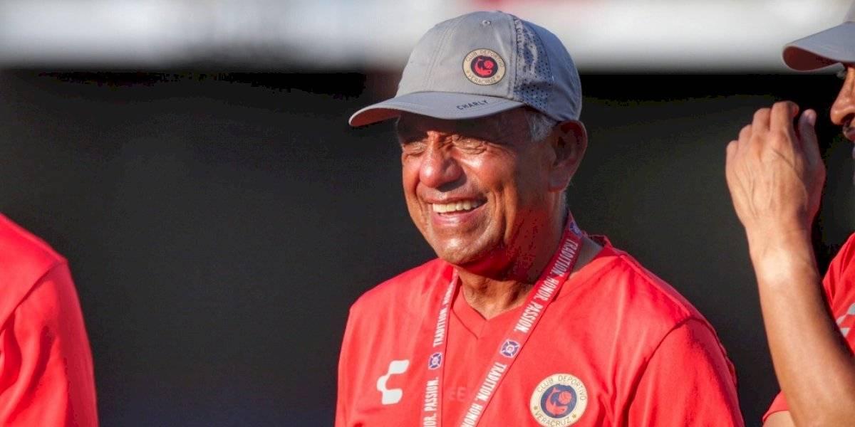 Veracruz presenta a Enrique López Zarza como nuevo entrenador