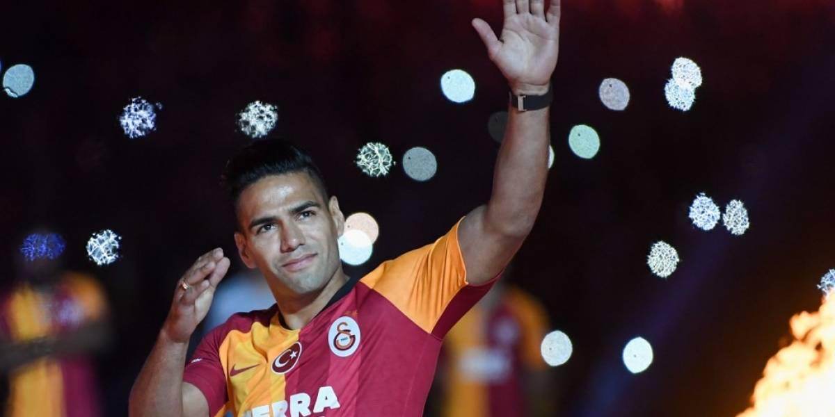 Falcao es presentado ante más de 15 mil aficionados del Galatasaray