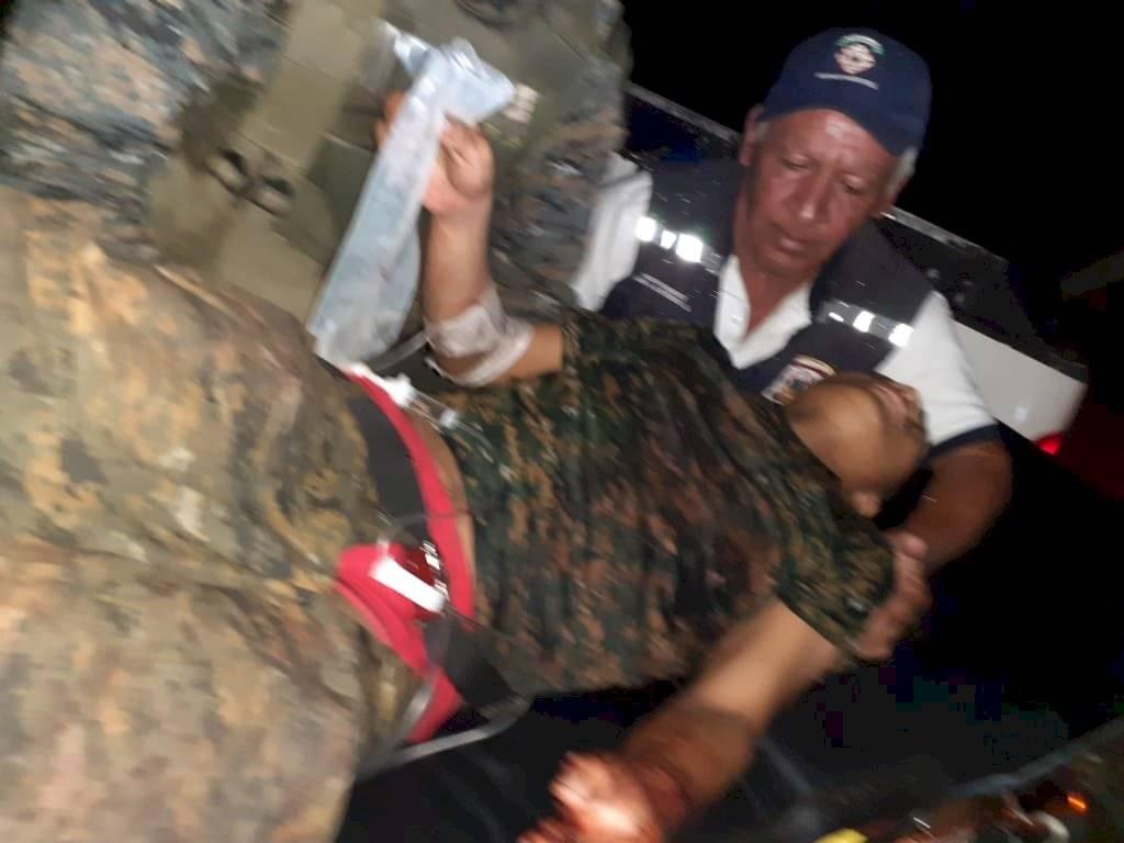 El presidente Jimmy Morales se refirió a la muerte violenta de tres soldados en Izabal. Soldado rescatado de Semuc II, El Estor, Izabal.