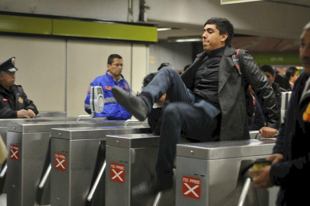 Protestas contra el incremento en la tarifa del Metro