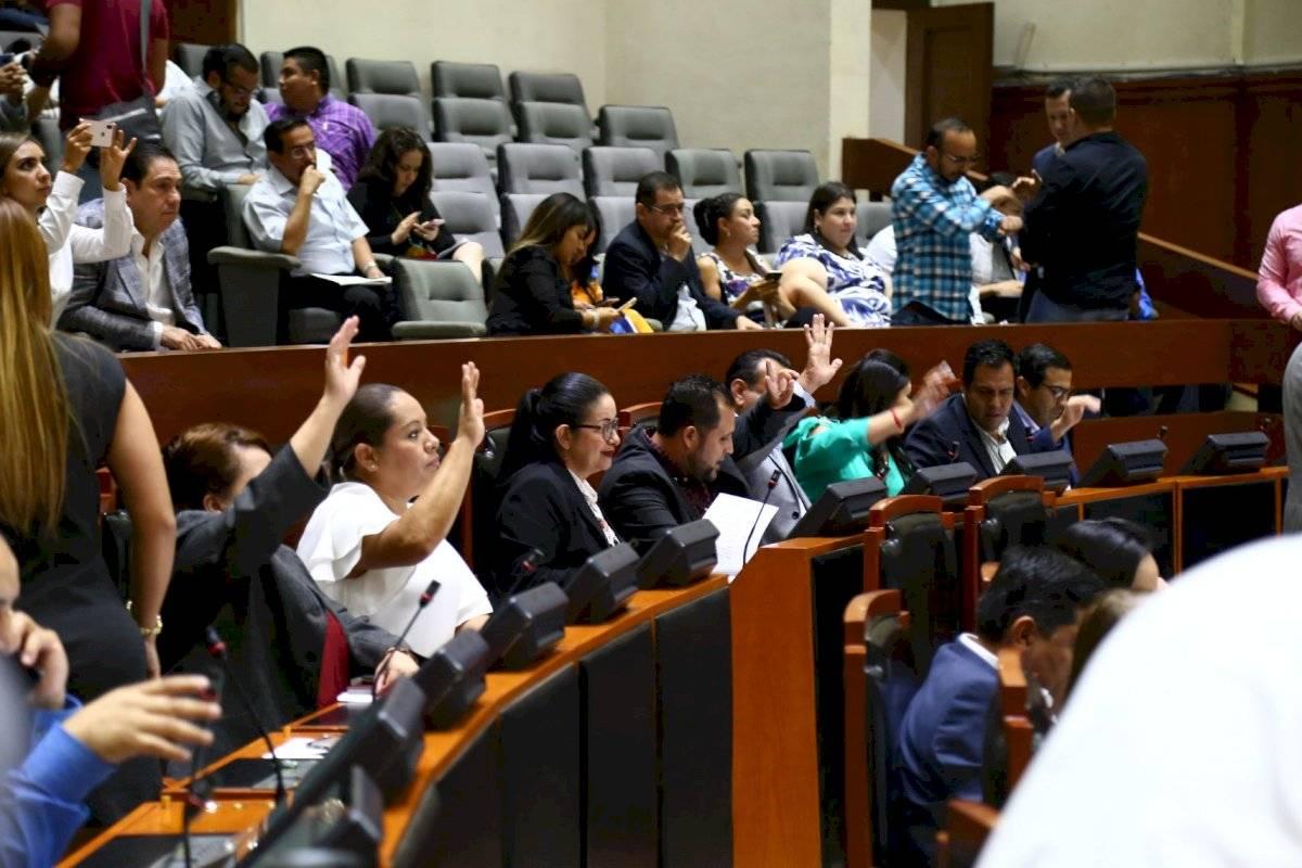 Diputados locales entrampan el proceso para una nueva Constitución para Jalisco