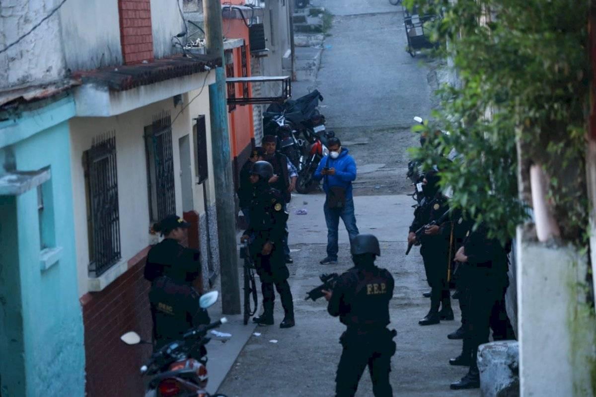 """Autoridades realizan allanamientos contra la banda """"los Cristaleros"""". Foto: PNC"""