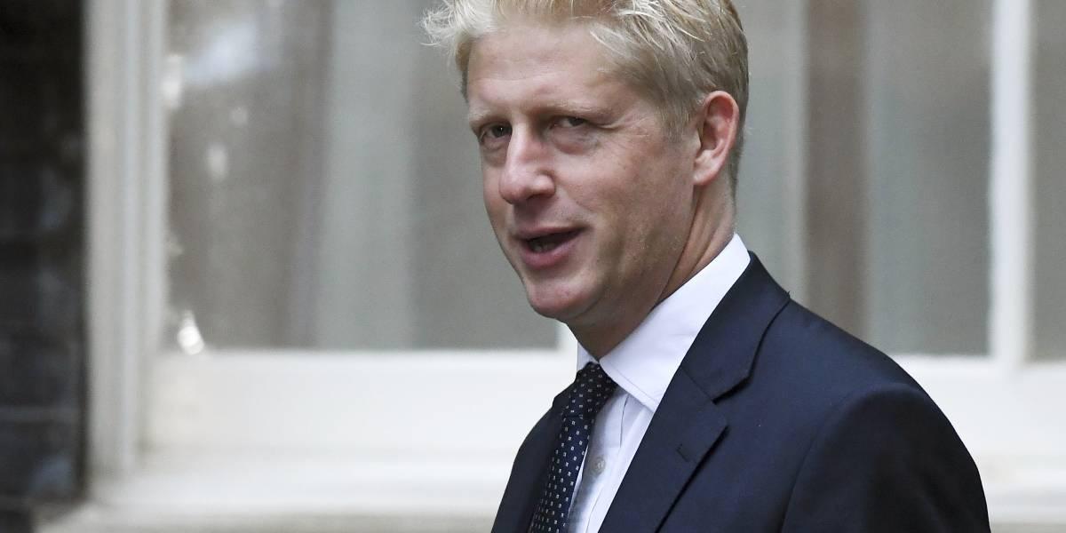 Ni su familia le encuentra la razón: hermano de Boris Johnson renuncia al gobierno por diferencias respecto al Brexit