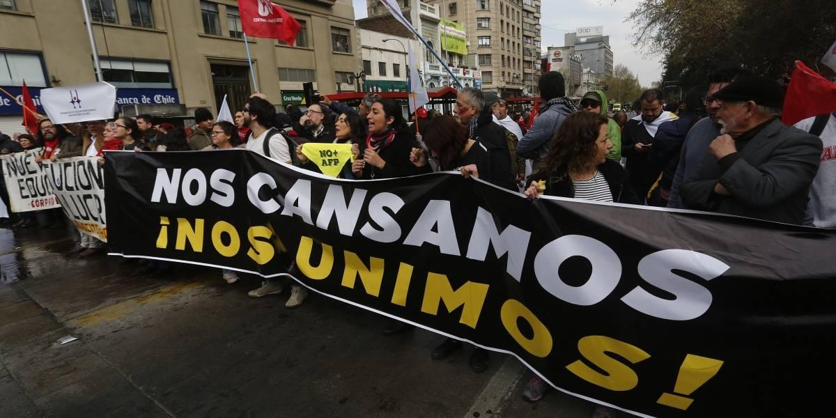 Nos cansamos, nos unimos: la movida jornada de protesta en Santiago en apoyo a las 40 horas y en contra del TPP