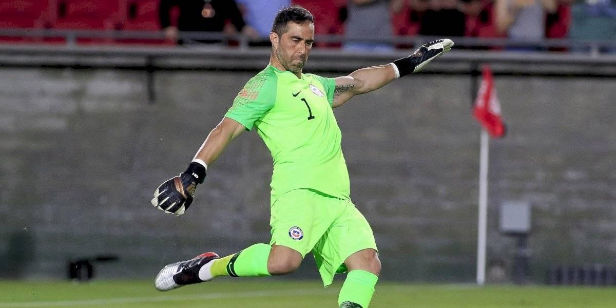 Claudio Bravo jugó un partido perfecto en su retorno sin jineta a la Roja