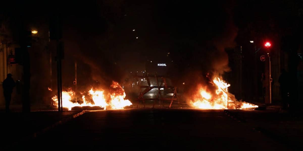 Santiago amanece con barricadas en distintos puntos de acceso a la capital