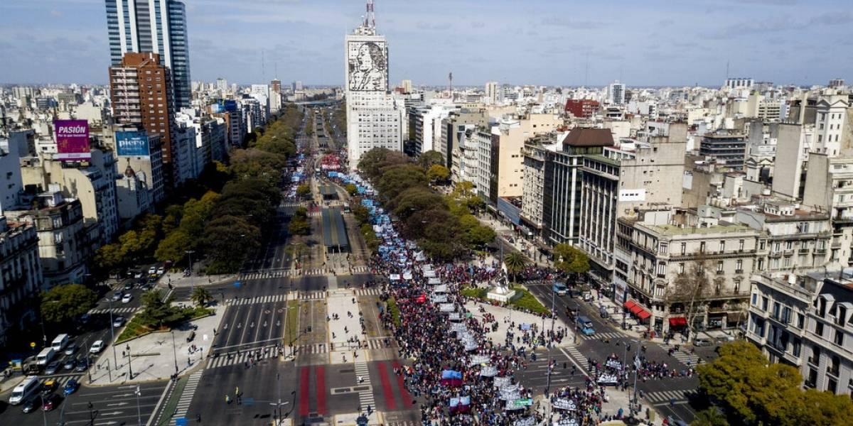 Viajeros chilenos sacan provecho de la crisis argentina