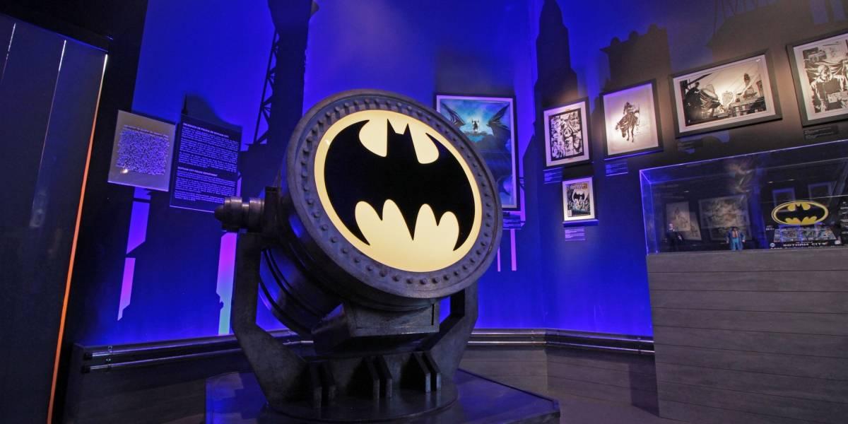 Itens da exposição 'Batman 80' compõem coleção de fã desde que ele tinha seis anos
