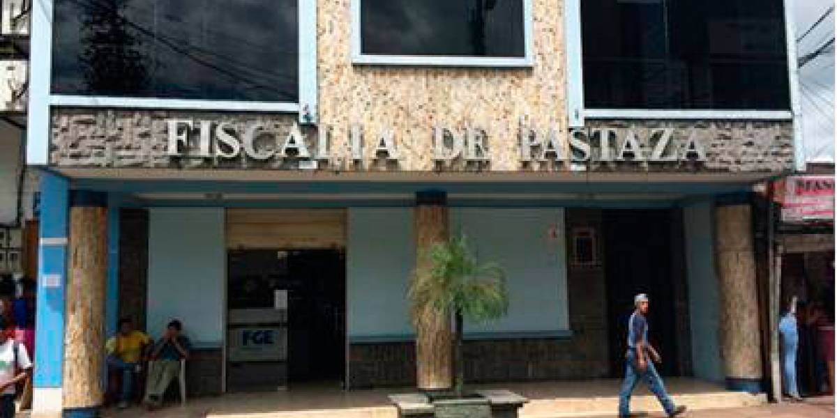 Prisión preventiva para juez de Pastaza que intentó sobornar a otro juez con 37 mil dólares y dos botellas de licor