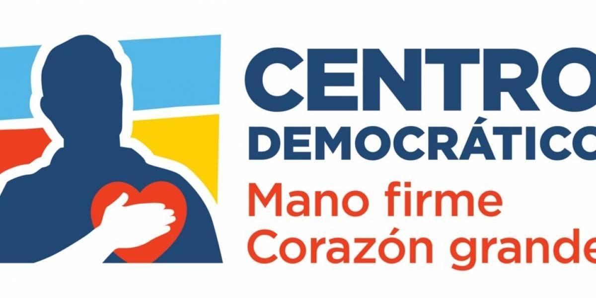 (Fotos) Temor en sede del Centro Democrático por mensajes agresivos pintados en su fachada