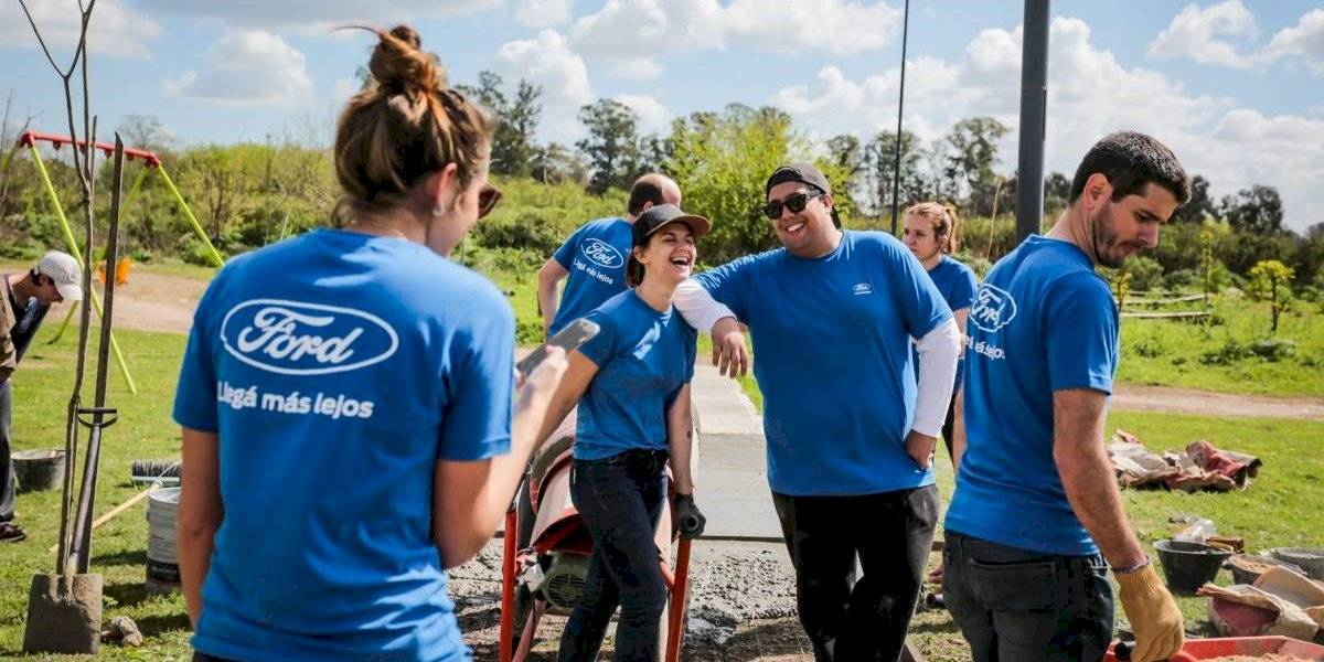 Ford vive su septiembre de voluntario en el mundo