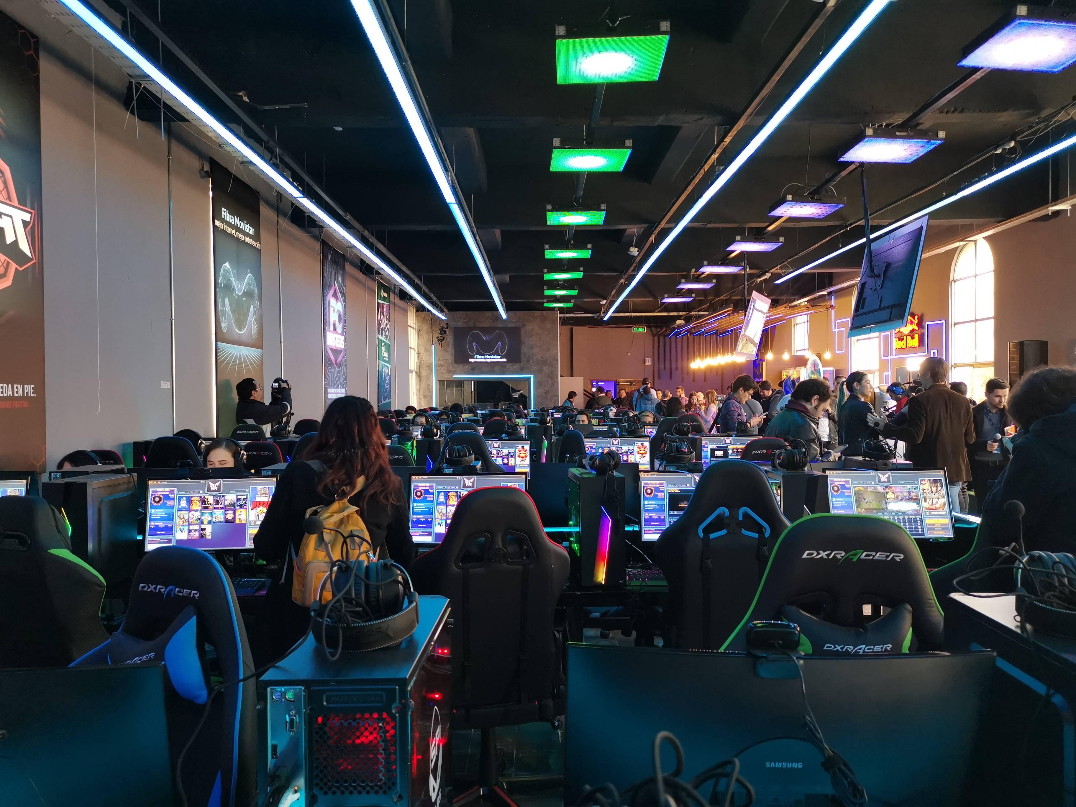 Un lujo: Inauguran en Chile el primer espacio para el mundo gamer llamado Movistar GameClub
