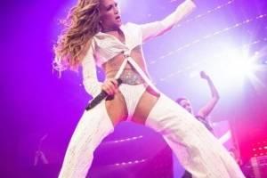 Los sensuales pantalones de Becky G que fueron copiados por Natti Natasha, Rosalía y Karol G