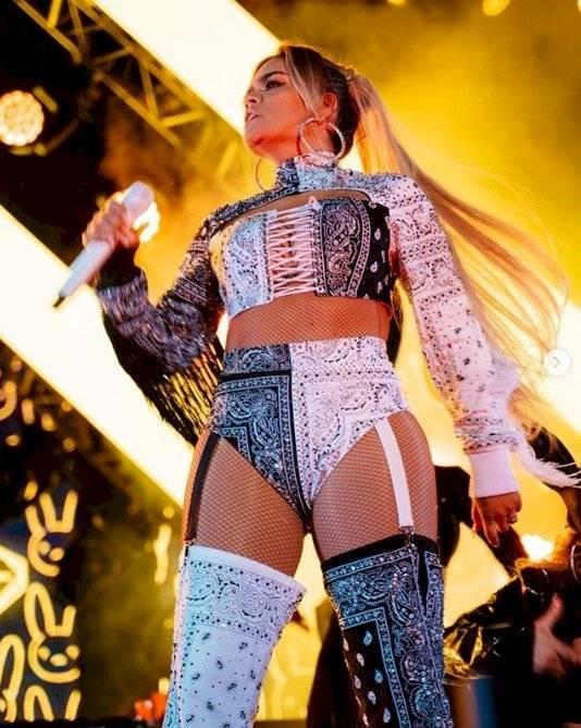 Los sensuales pantalones de Becky G que fueron copiados por Natti Natasha, Rosalía y Karol G Instagram