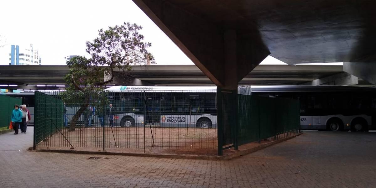 Greve de ônibus: manifestação trava corredor e paralisa terminais
