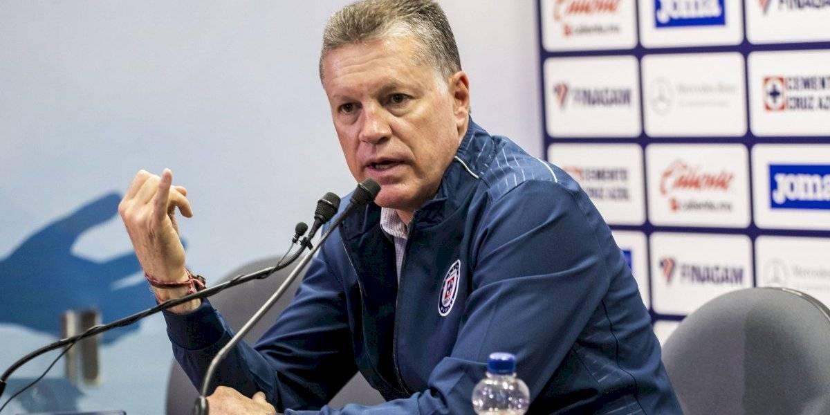 Afición de Cruz Azul respalda a Ricardo Peláez