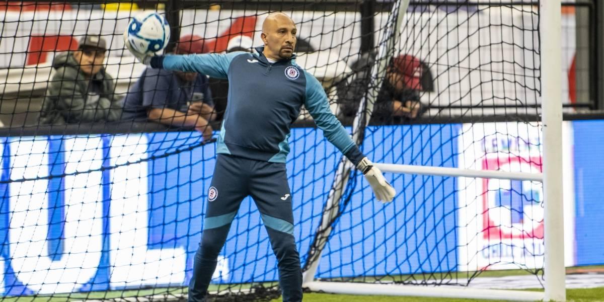 ¡Leyenda! 'Conejo' Pérez, nuevo entrenador de porteros en Cruz Azul