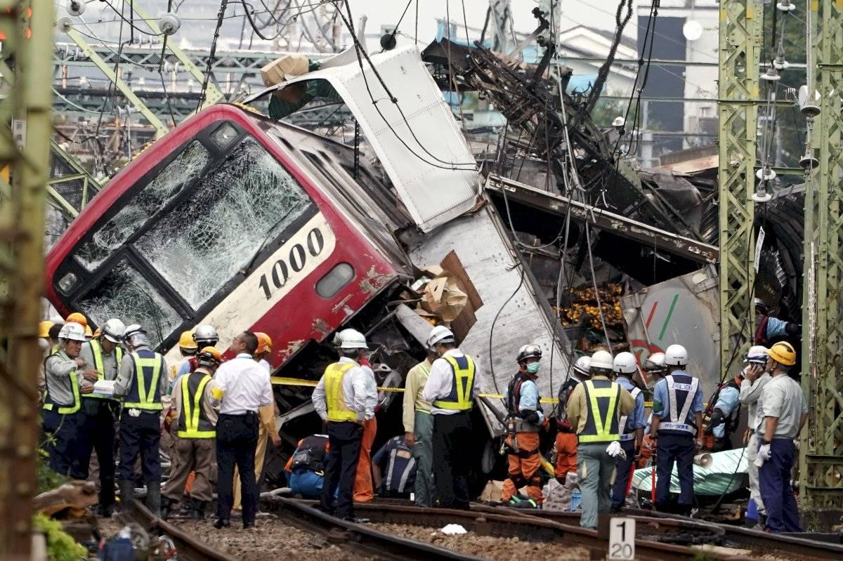 El tren expreso Keikyu se descarriló después de chocar con un camión en Yokohama, al sur de Tokio, el jueves 5 de septiembre de 2019. Decenas de personas resultaron heridas.