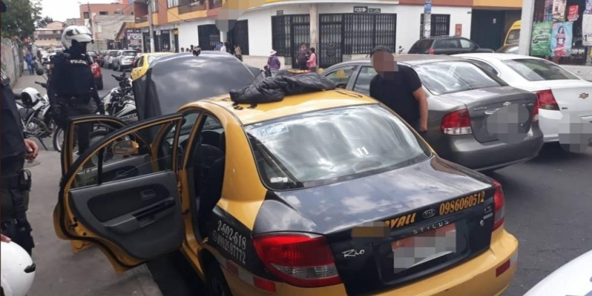 Detenidos con armas cerca de banco en el Valle de los Chillos, en Quito