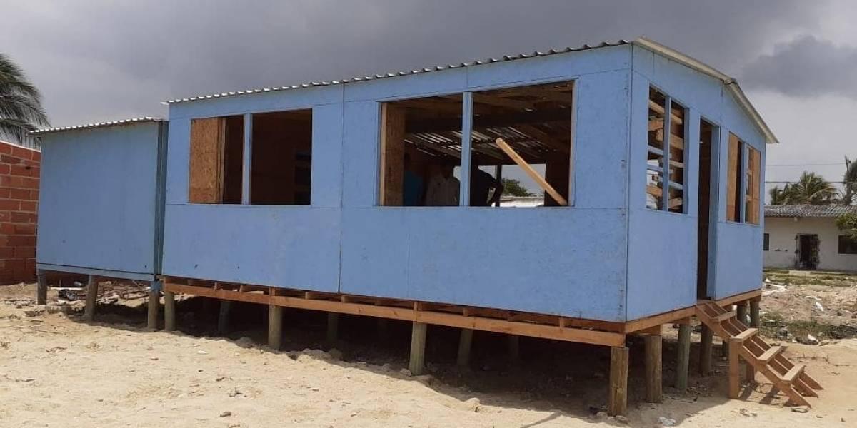 La organización Techo entregó una casa azul para población venezolana en Barranquilla