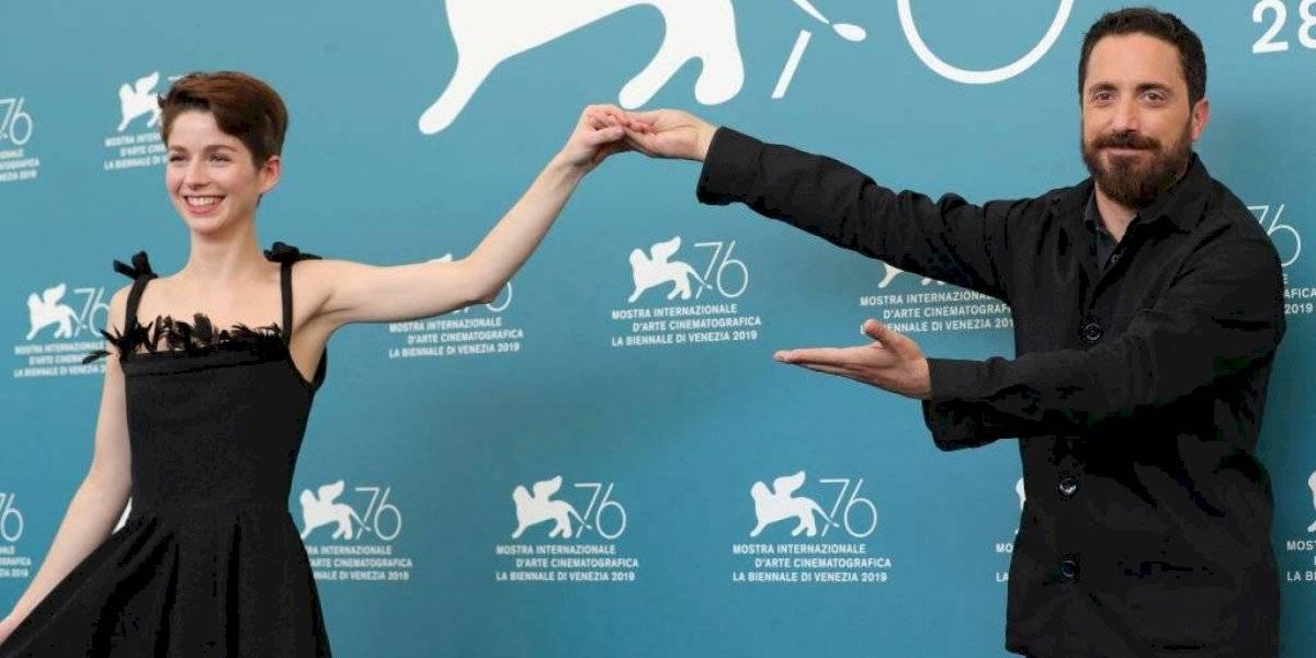 """Chile triunfa en Venecia: """"Ema"""" de Pablo Larraín fue doblemente premiada en el Festival de Cine"""