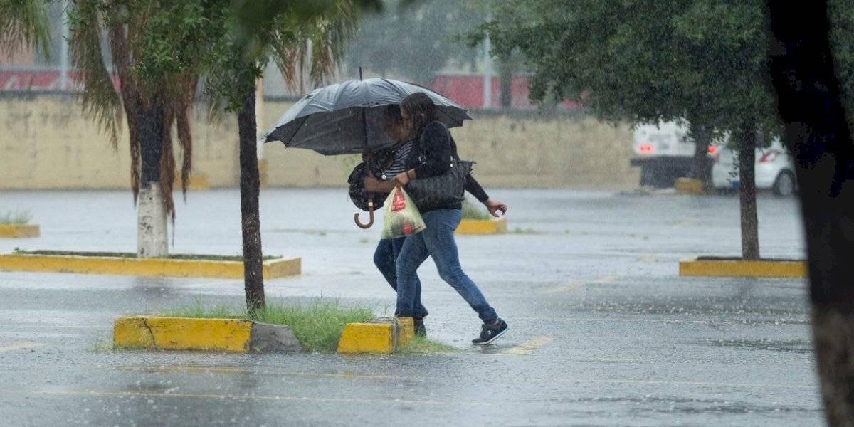 Activan alerta amarilla para 12 alcaldías por tormenta en la CDMX