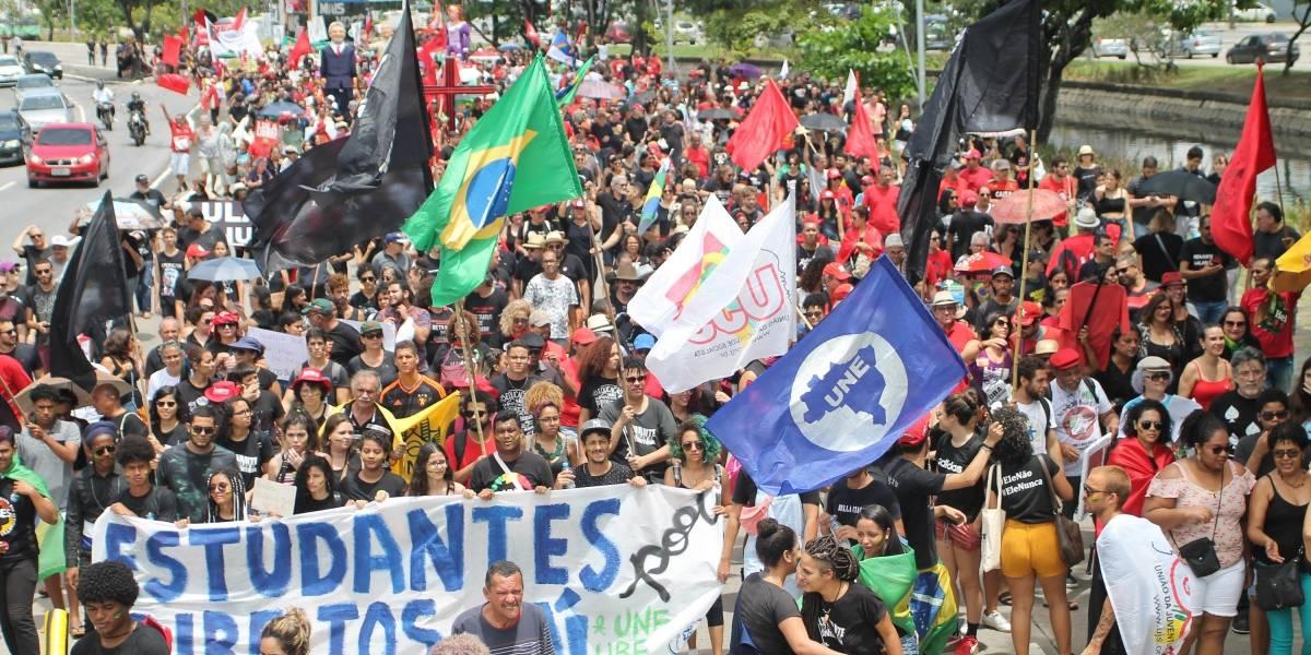 Manifestações contra Bolsonaro ocupam ruas no '7 de setembro'
