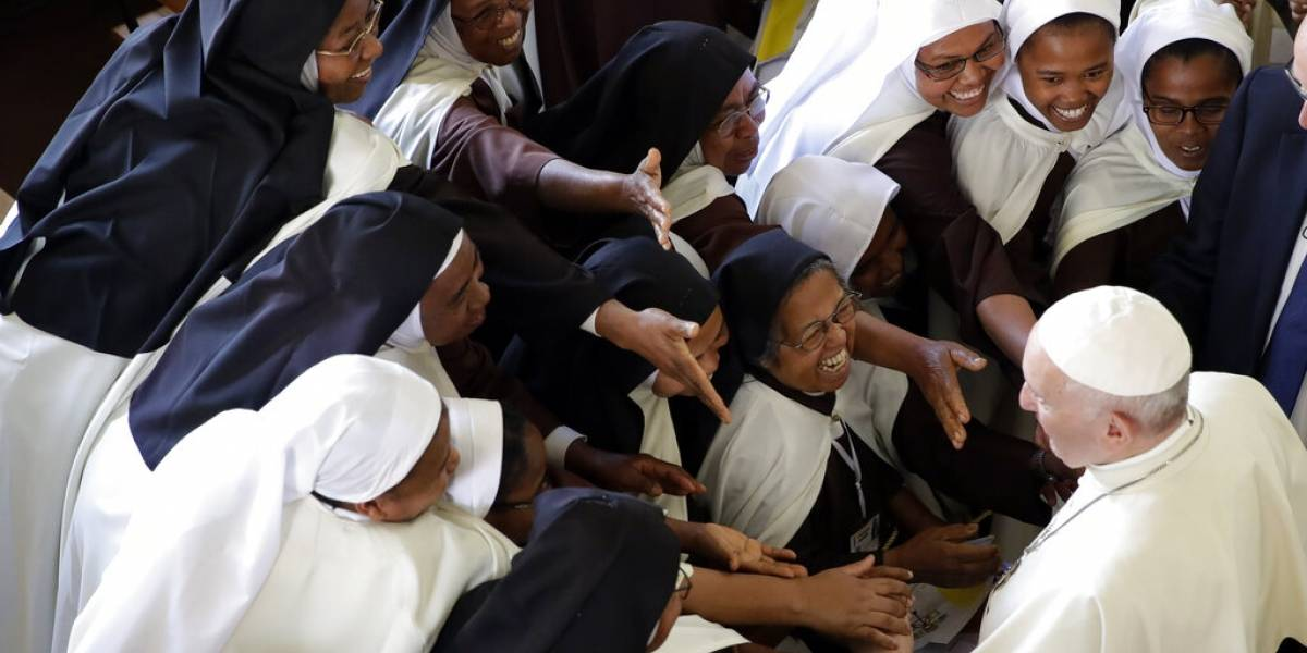 """Papa Francisco pide a las monjas que """"hablen cuando vean algo raro"""""""
