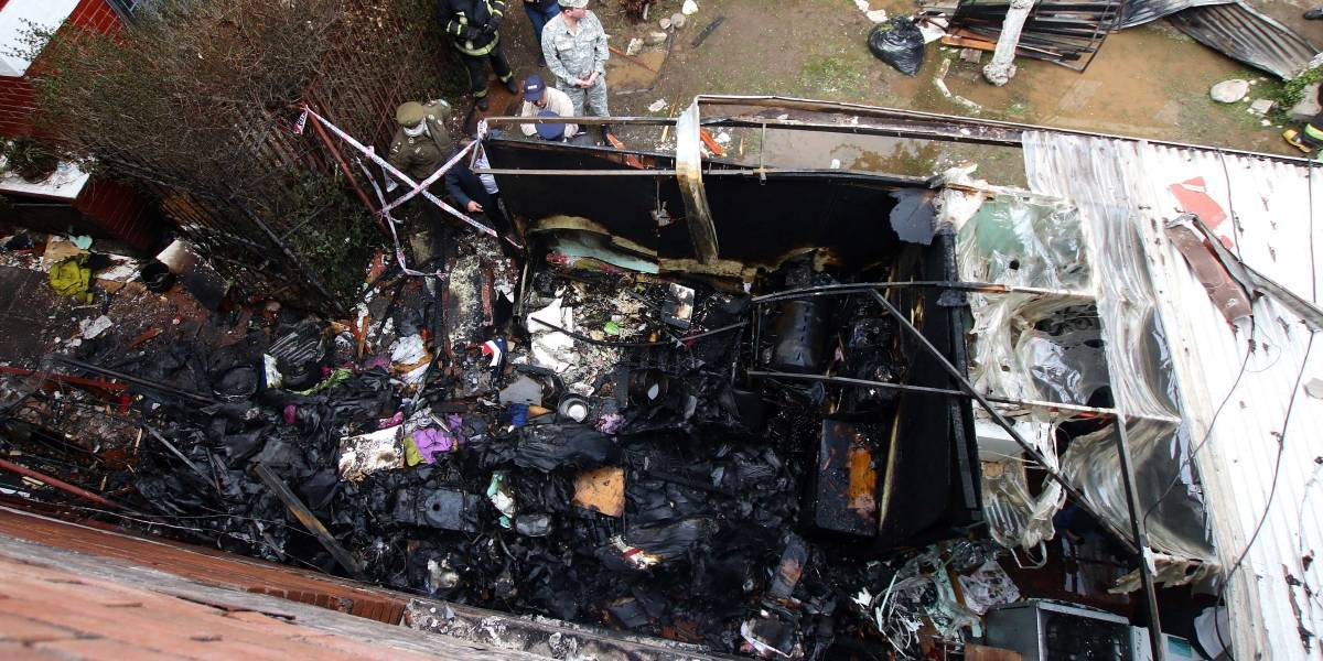 Incendio tras caída de avioneta de la Fach dejó una persona con quemaduras y bombero con lesiones