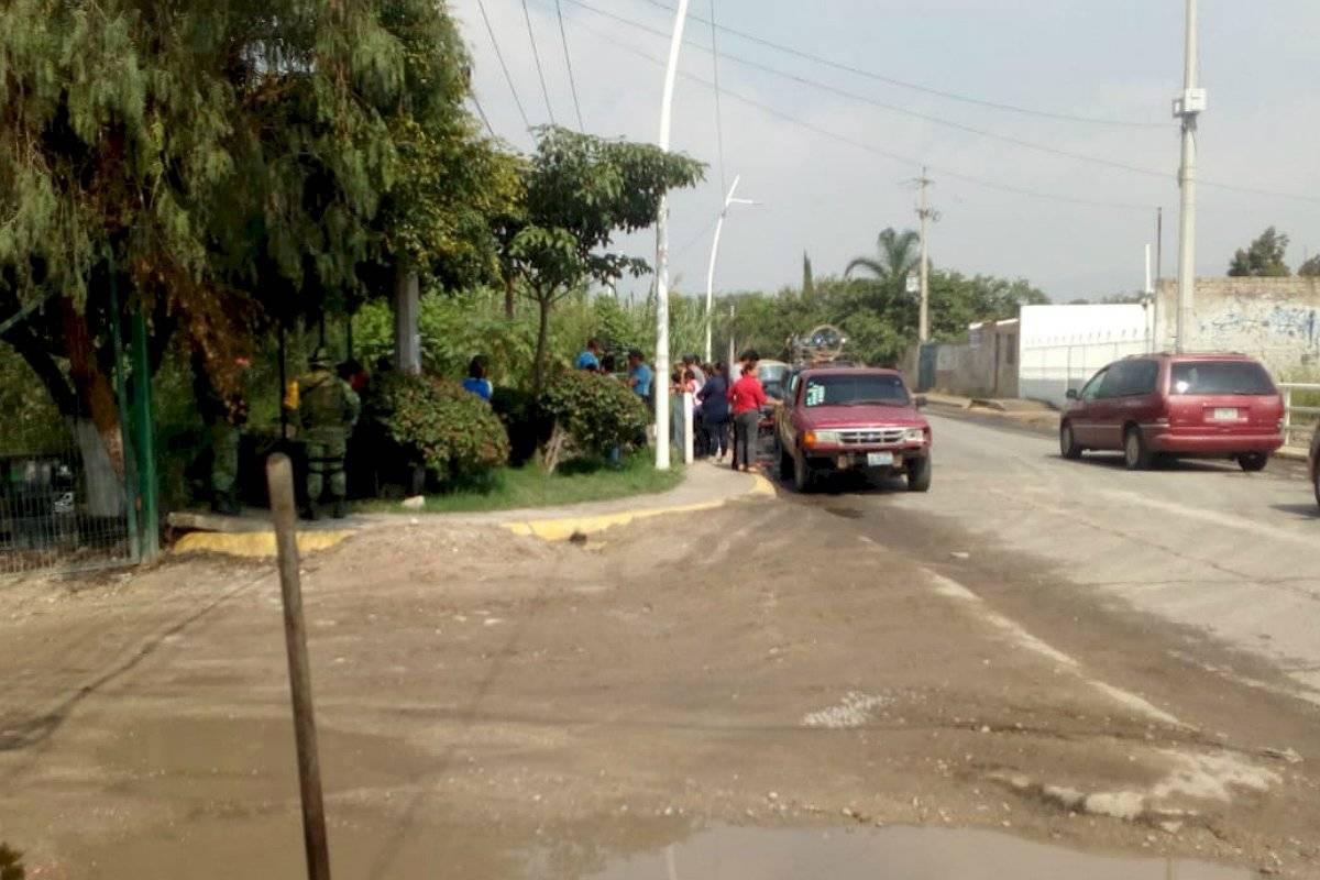 Bomberos buscan a hombre que cayó en un arroyo en Tlajomulco