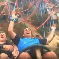 Video: hombre atrapa iPhone en el aire sobre una montaña rusa y se hace viral. Noticias en tiempo real
