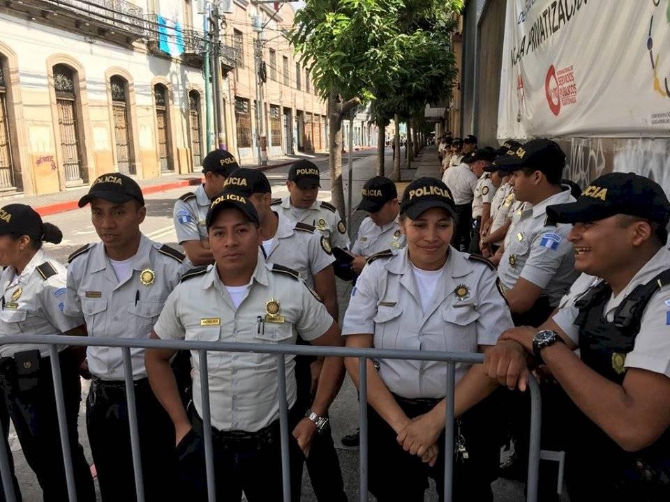 PNC cierra calles cercanas al Congreso. Foto: Omar Solís