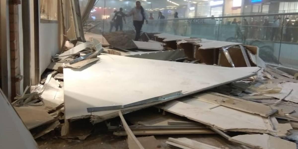 Se desploma parte del techo de centro comercial en Colombia, reportan varios heridos